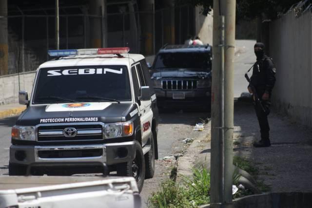 Patrullas de las fuerzas del orden se ubican en los alrededores de El Helicoide / Juan Peraza - LaPatilla.com