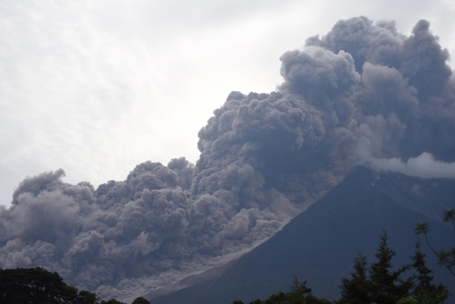 The Fuego Volcano in eruption, seen from Alotenango municipality, Sacatepequez department, about 65 km southwest of Guatemala City, on June 3, 2018. / AFP PHOTO / ORLANDO ESTRADA