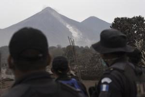 Volcán de Fuego de Guatemala sigue activo con siete explosiones por hora