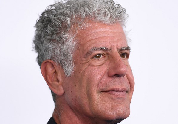 Anthony Bourdain asiste al Turner Upfront 2017 en The Theatre en el Madison Square Garden en la ciudad de Nueva York