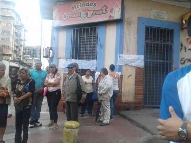 Vecinos de la parroquia Altagracia en Caracas protestando por las invaciones   Foto: Dayanakrays