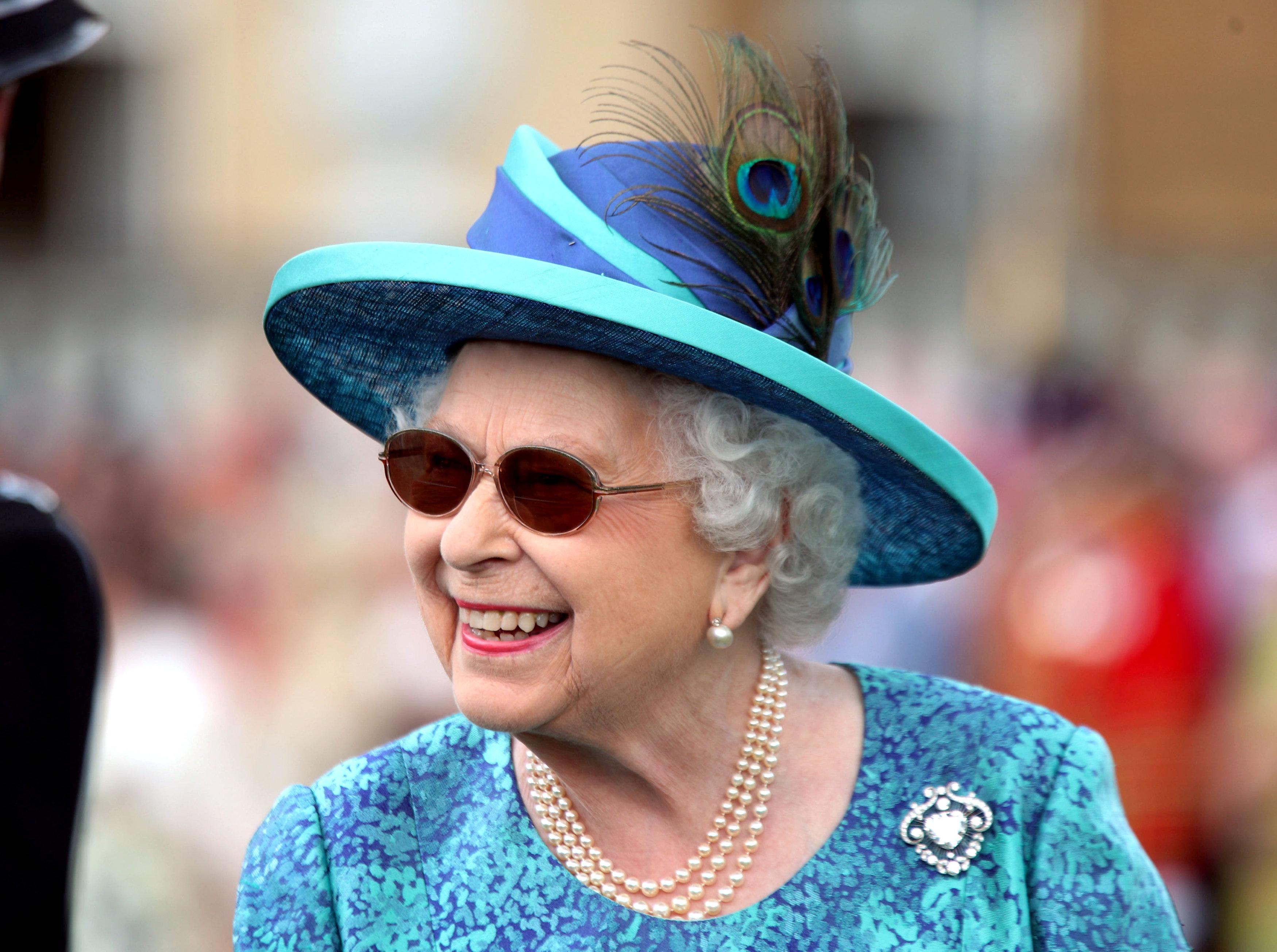 Reina Isabel II cancela acto porque