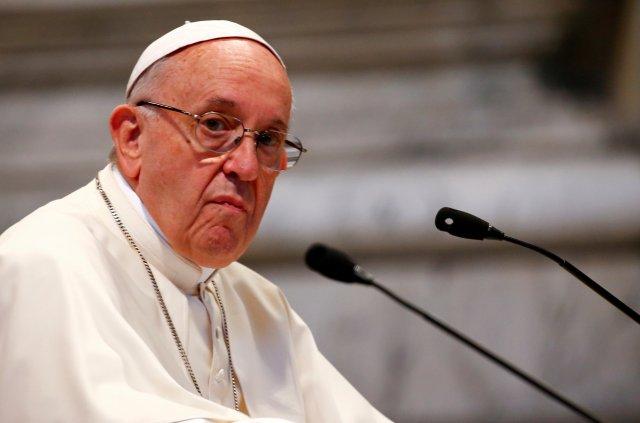 El Papa Francisco asiste a una reunión con fieles de la diócesis de Roma en la Basílica de San Juan de Letrán, en Roma, Italia, el 14 de mayo de 2018. REUTERS / Tony Gentile / File Photo