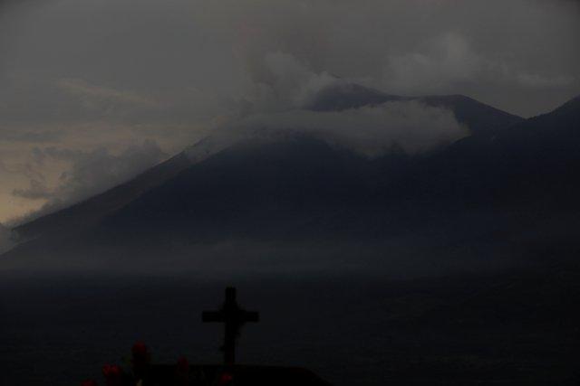 El volcán Fuego se ve desde Alotenango, Guatemala el 5 de junio de 2018. REUTERS / Jose Cabezas