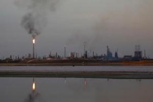 Una destiladora de la refinería de Amuay suspende operaciones