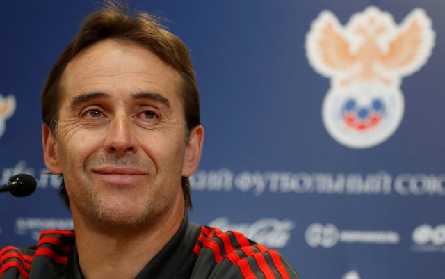 FILE PHOTO: Soccer Football - Spain news conference - International Friendly -  Petrovsky Stadium, St. Petersburg, Russia - November 13, 2017 -  Spain's coach Julen Lopetegui attends a news conference before friendly match against Russia. REUTERS/Maxim Shemetov/File Photo