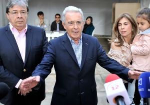 Álvaro Uribe vota por Duque para que Colombia no caiga en destructivo socialismo