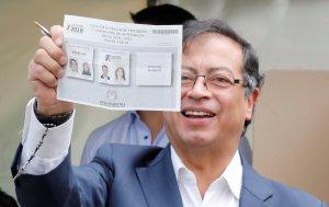 Gustavo Petro vota con esperanza de que Colombia se reconcilie consigo misma