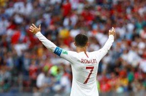 Echito' bebé: Cristiano Ronaldo se molesta con aficionados iranís por perturbar su sueño