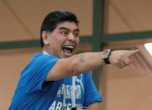 Maradona se metió a pastelero y ahora se cuadró con este equipo (VIDEO)
