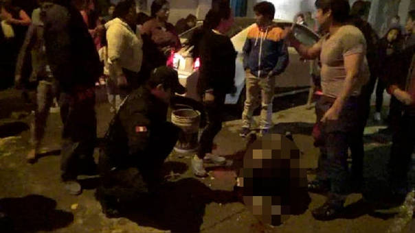 Perú: Hombre echa gasolina y prende fuego a mujer
