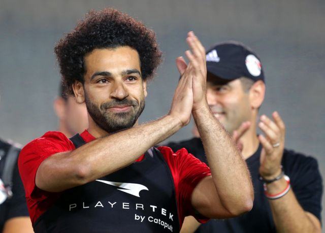 Cairo (Egypt), 09/06/2018.- Egyptian national soccer team striker Mohamed Salah (L) attends his team's training session at Cairo international stadium in Cairo, Egypt, 09 June 2018. The Egyptian national soccer team prepares for the FIFA World Cup 2018 taking place in Russia from 14 June to 15 July 2018. (Egipto, Mundial de Fútbol, Rusia) EFE/EPA/KHALED ELFIQI