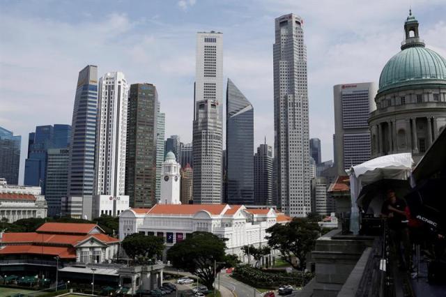 Vista de los rascacielos del distrito financiero de Singapru. hoy, 11 de junio de 2018. El presidente estadounidense, Donald Trump, y el líder norcoreano, Kim Jong-un, se reunirán a solas durante un tiempo al comienzo de su cumbre de mañana martes en Singapur, informó hoy la Casa Blanca. EFE/ WALLACE WOON