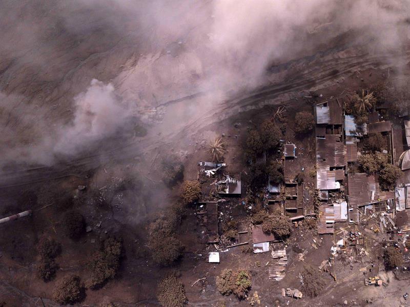 Sube a 332 cifra de desaparecidos por erupción en Guatemala