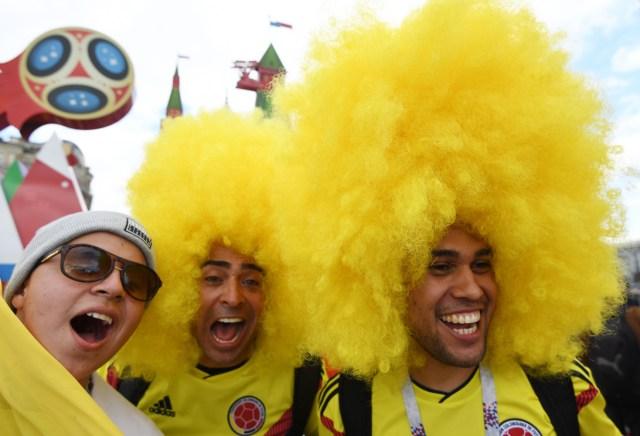 Los fanáticos del fútbol colombiano se reúnen cerca de la Plaza Roja en Moscú, Rusia, el 13 de junio de 2018. Rusia enfrentará a Arabia Saudita en el partido inaugural de la Copa Mundial de la FIFA 2018, el grupo A preliminar partido de fútbol redondo el 14 de junio de 2018. (Mundial de Fútbol, Arabia Saudita, Abierto, Moscú, Rusia) EFE / EPA / FACUNDO ARRIZABALAGA