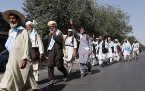 Decenas de caminantes por la paz llegan a Kabul cansados de la guerra