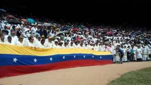 "Feligreses gritaron ""libertad"" durante beatificación de la Madre Carmen (video)"