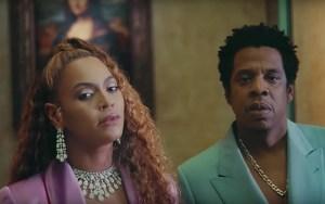 Beyoncé desnudita y acompañada de su esposo promociona su nuevo álbum discográfico