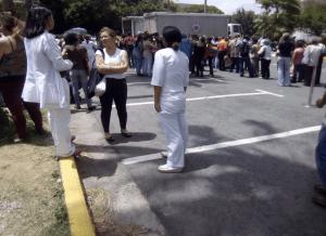 ¡Intento fallido! Gobierno regala cajas Clap para debilitar protesta de enfermeros del Clínico Universitario
