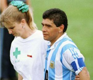 """Para el recuerdo: La """"viuda blanca"""" y el día en que a Maradona le """"cortaron las piernas"""""""