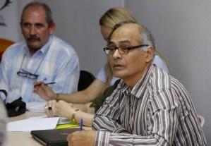 ¡Solucionada la crisis! Maduro designa a Carlos Alvarado como nuevo ministro de Salud