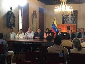 """Gobierno bolivariano arma show y """"libera"""" a nuevo grupo de presos políticos #13Jun (VIDEO)"""