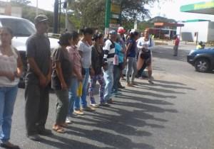 Vecinos de Charallave se plantan en las calles para exigir restablecimiento del servicio de agua #4Jun