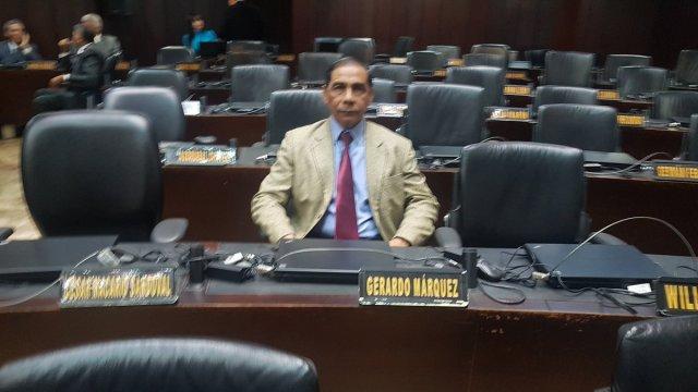 Diputado suplente Fernando Orozco, incorporado a la sesión de este martes / Foto @PeriodistaAlejo