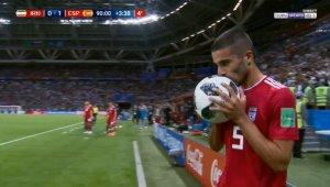 Futbolista iraní fue el centro de los memes tras la jugada más ridícula del Mundial