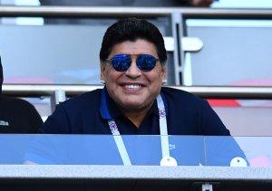 """Maradona usó unos """"tapa nota"""" después de su papelón en el juego pasado (FOTOS)"""