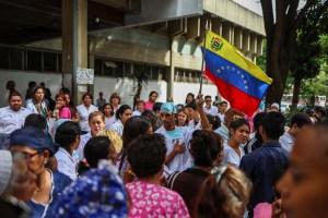 Enfermeros se mantienen en protestas pese a presiones de autoridades