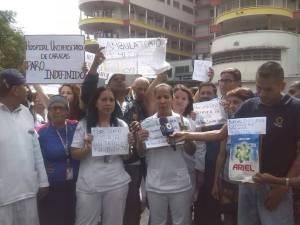 Enfermeros del Hospital Clínico Universitario continúan en protesta por mejoras salariales #26Jun (Fotos)