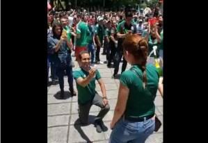 AWWW Hincha mexicano le pidió matrimonio a su novia en los festejos de la selección (Video)