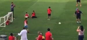 Maradona es TAN detestable que le hizo esto a un fan especial (VIDEO)