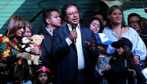 Petro dice que hará oposición a Duque para defender la paz en Colombia