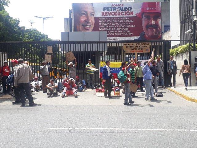 Foto: Trabajadores de Pdvsa inician huelga de hambre en La Campiña / @PedroELeal - twitter