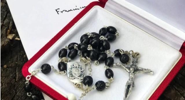 El presunto rosario que recibió Lula da Silva por parte del Papa Francisco | Foto: infobae