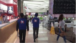 Batalla campal en un centro comercial de Perú tras la eliminación del Mundial (Video)