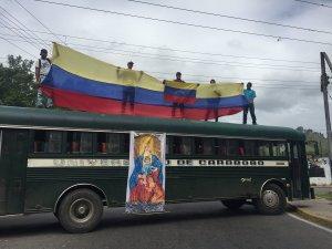 Profesores, estudiantes y empleados de la Universidad de Carabobo protestan en el Arco de Bárbula #13Jun (fotos)