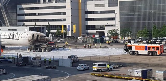 Foto: Incendio en aeropuerto de Fráncfort / @LamineKingbird - twitter