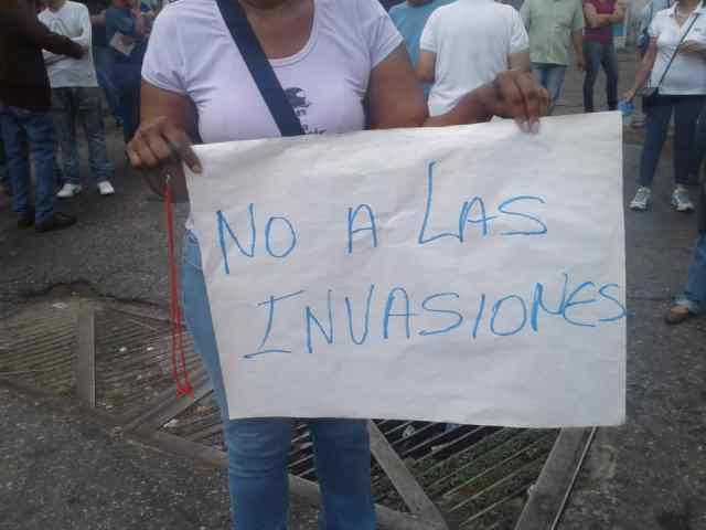Vecinos de la parroquia Altagracia en Caracas protestando por las invaciones | Foto: Dayanakrays