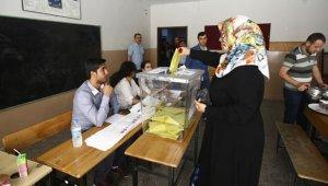 ONG y partidos se organizan en Turquía para evitar un fraude electoral