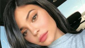 ¿Sin photoshop? Kylie Jenner y su sexy cicatriz es la portada de la revista GQ