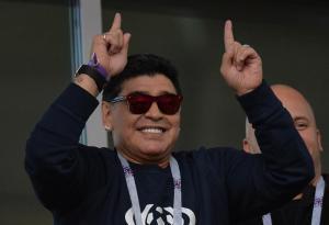 Nada socialista Maradona derrochando excesos en un avión privado (Video)