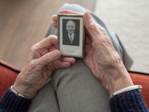 El síndrome de anciano viajero incide en deterioro de salud de los pacientes