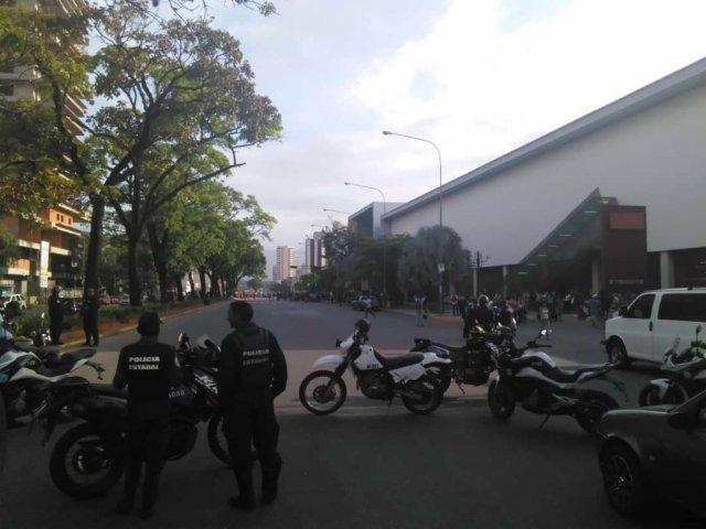 Foto: Cerrada la avenida Bolívar en Valencia por protesta / Cortesía