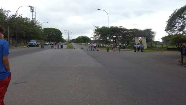 Foto: Protesta de estudiantes de la Unexpo en Barquisimeto por la falta de transporte / El Periódico de Lara