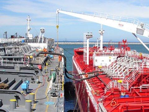 Transferencia barco a barco: Foto referencial
