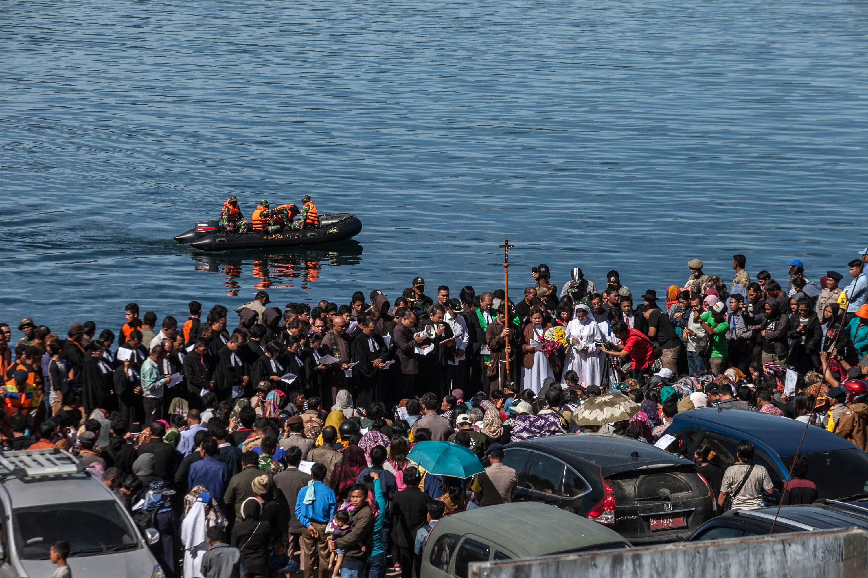 Al menos 29 personas fallecieron tras naufragio de una embarcación en Indonesia