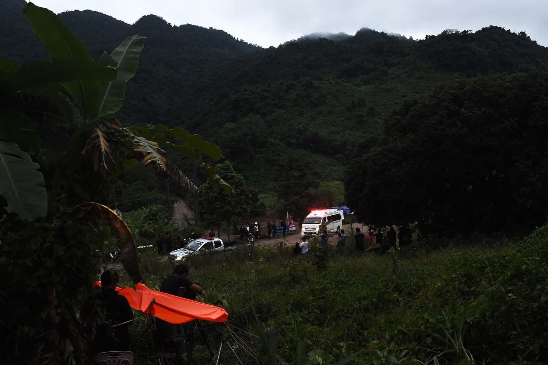 Ya rescataron a 7 niños de la cueva — Tailandia